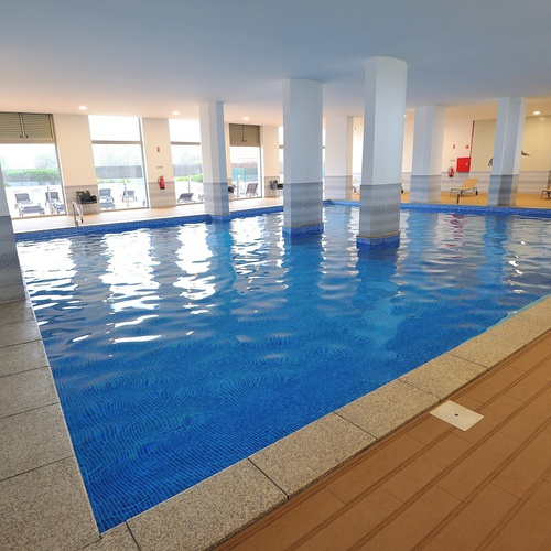 Indoor swimming pool Oceano Atlântico Apartments