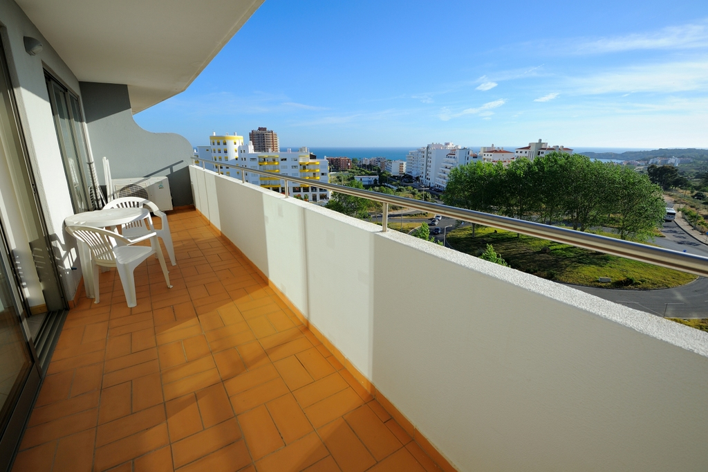 ONE-BEDROOM APARTMENT WITH BALCONY (4 PAX) Oceano Atlântico Apartments